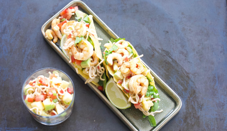 De krydrede rejer spiller ekstremt godt sammen med den søde mango og de sprøde tacos giver et lækkert crunch.