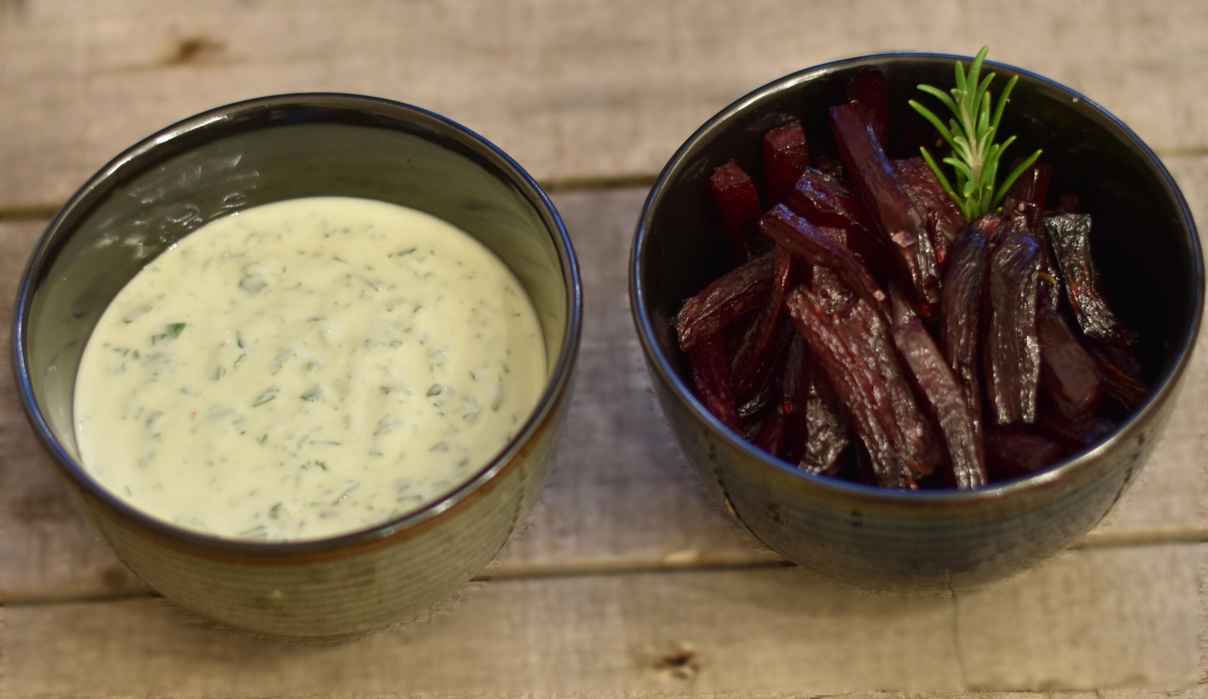 Bagte rødbeder med krydderurtedip