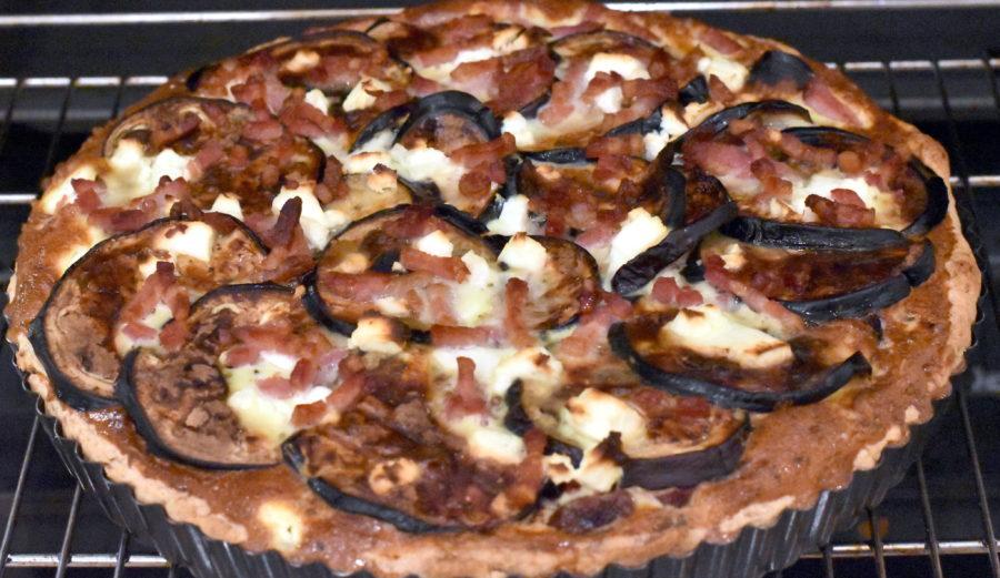 Græsk tærte med aubergine, bacon og feta