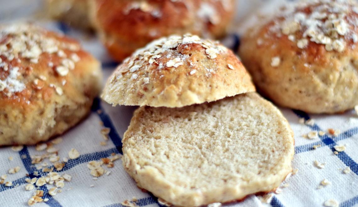 Saftige og velsmagende havregrynsboller til morgenbordet eller madpakken