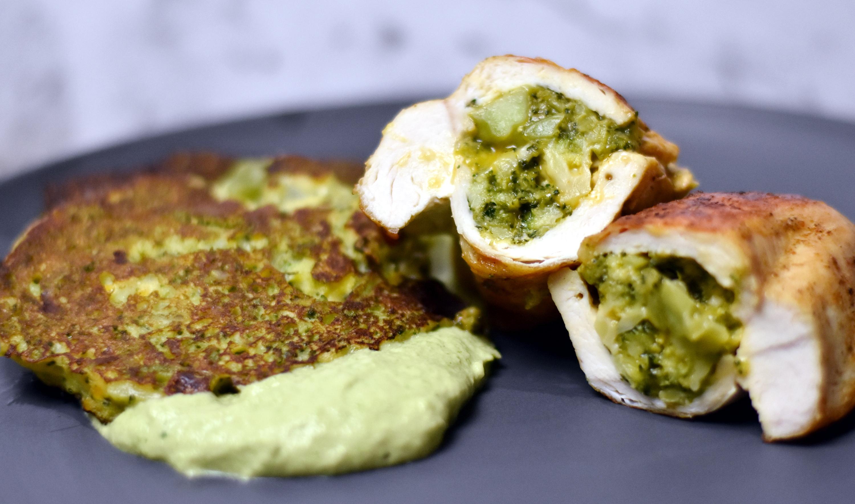 Server med broccolifritter og broccolipesto