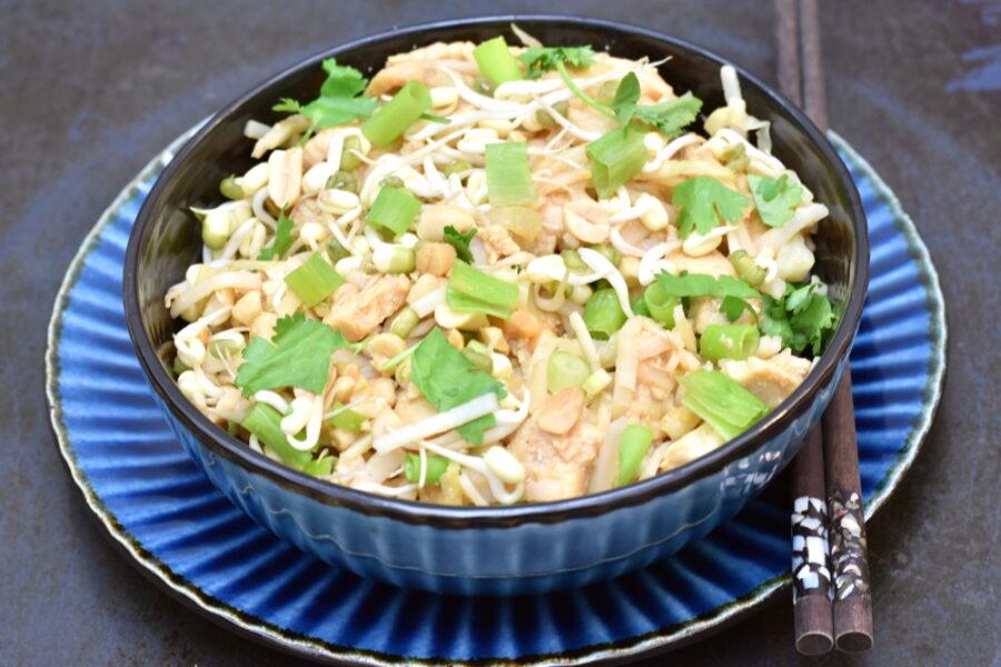 Pad Thai med kylling og spidskål