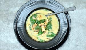 Cremet champignonsuppe med spinat