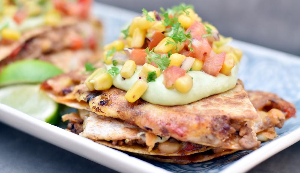 Quesedillas med oksekød, majssalsa og guacamole