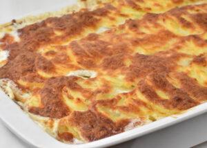 Kartoffelgratin med hamburgerryg er nem og billig restemad