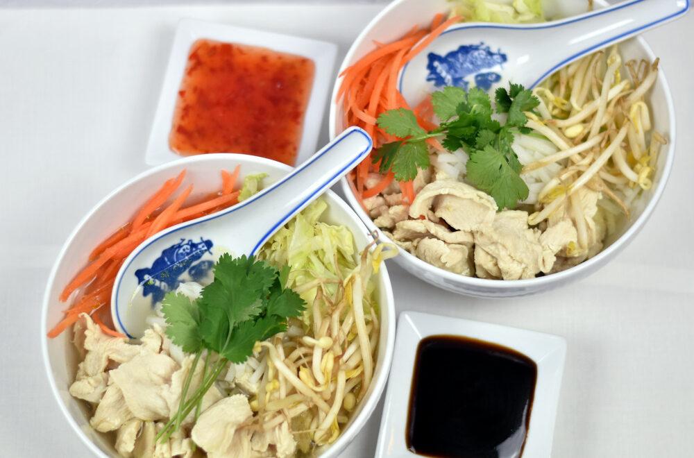 Pho suppe med risnudler og kylling