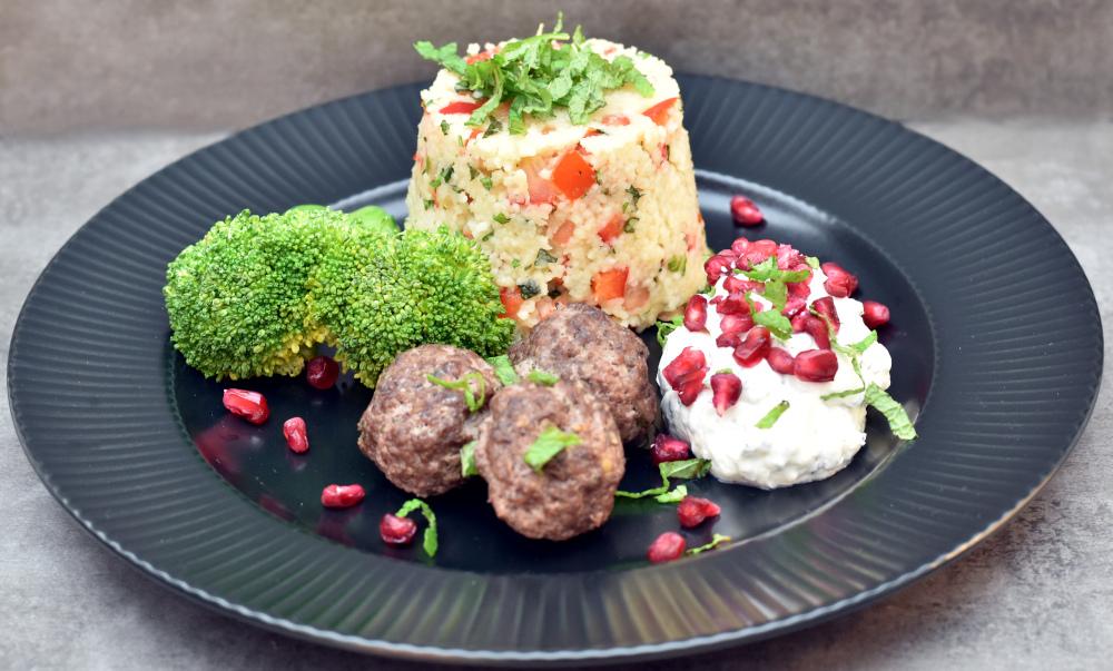 Marrokanske kødboller med mynte couscous og yoghurt