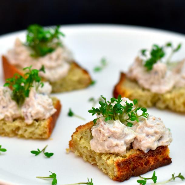 Crostini med makrelmousse