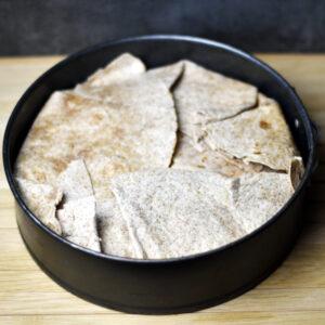 Mexikansk lasagne - fold tortillaenderne ind over fyldet