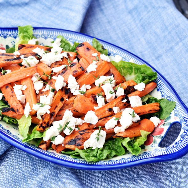 Salat af grillede gulerødder